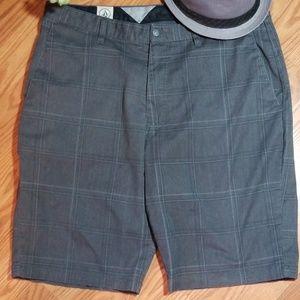 Volcom shorts size 36
